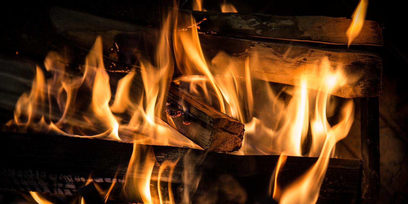 Feuer verzaubert ihr Zuhause